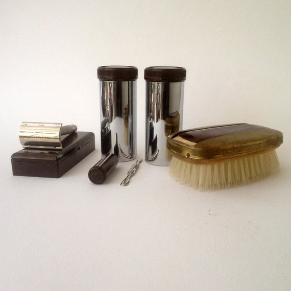 A vintage Gentleman's travel set/dressing table set, chrome and bakelite, in original leather case