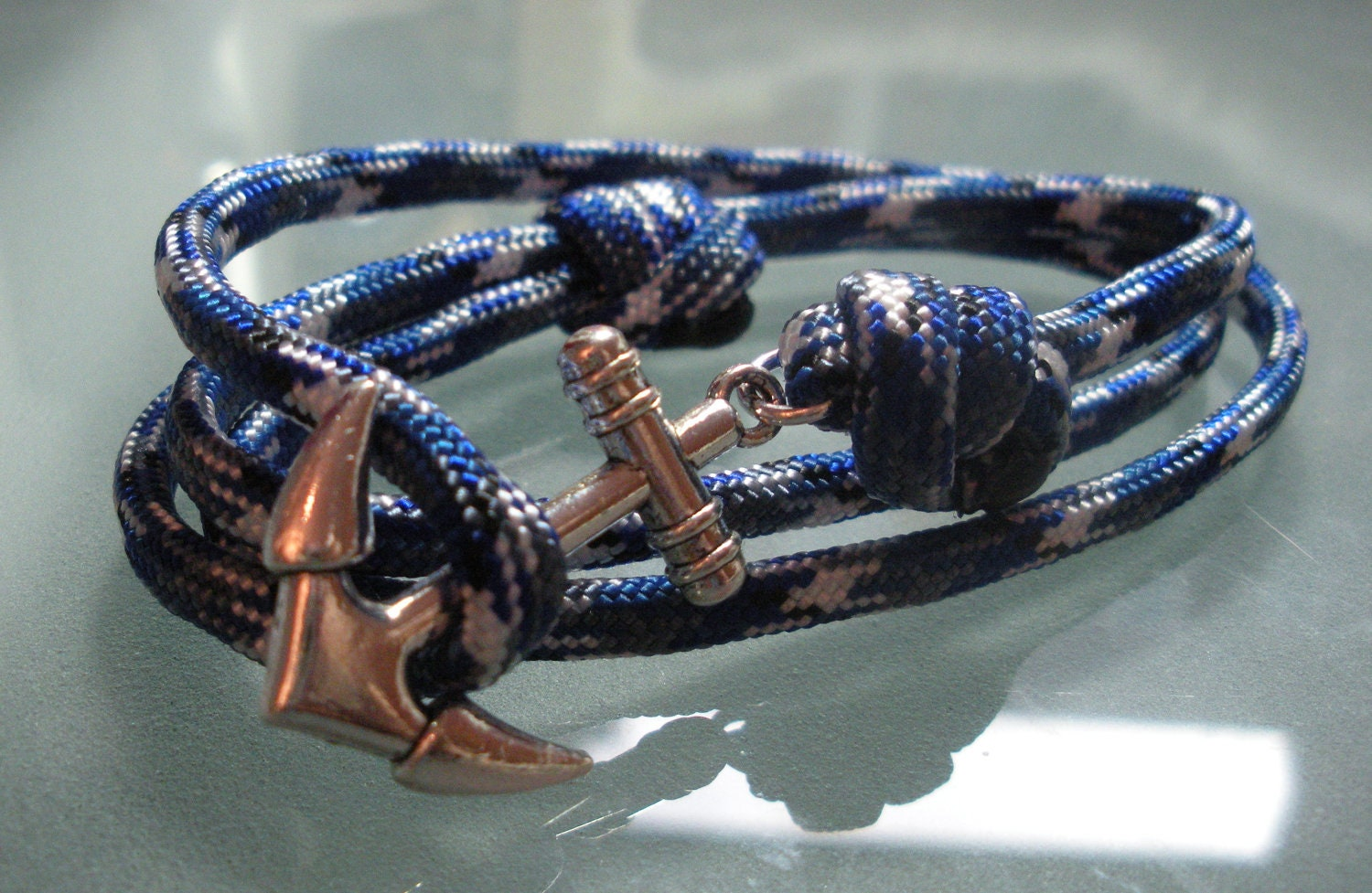 Anchor bracelets are worn to make fashion statements. Because they are colorful, they can be used to enhance the visual appeal of outfits in a way that a metal wrist gear cannot. Many men prefer to wear an anchor bracelet because the cord and the clasp are very lightweight and slim.