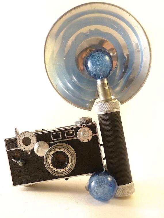 WORKING Argus C3 'The Brick' 35mm Classic Camera w/Flash, 2 Blue Flashbulbs