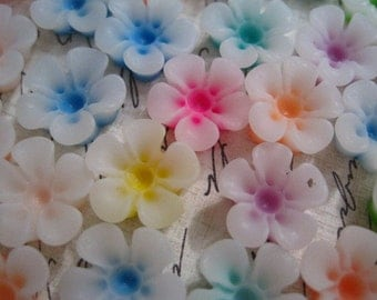 Resin Cabochon Flower / Mixed Lot 13mm Cabochon Flowers / 14 pcs
