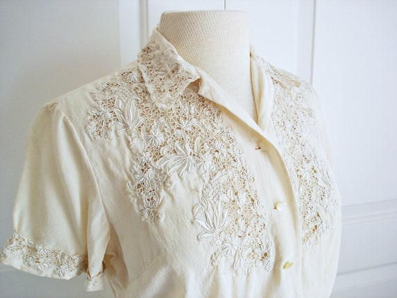 Vintage 60s silk lace blouse/ floral cutwork top/ cream lace shirt/ embroidery top/ light beige/ ecru cream