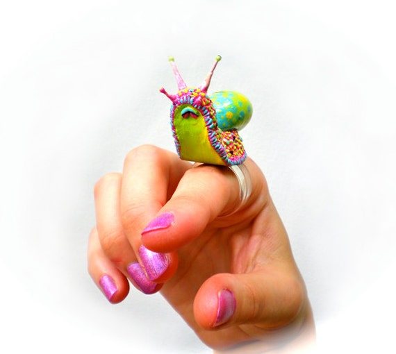 Candy Snail Ring, real Shell, realistic OOAK Sculpt, AMAZING DETAILS