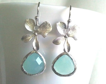 Orchid with Ice blue Wedding Earrings, Orchid Erarings, Flower Drop, Dangle, Bridal Jewelry Bridesmaid Gift ,Mothers Day Gift, Gift for Mom