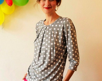 "Shirt ""Emilia"" with four decorative folds,  in grey with white dots"