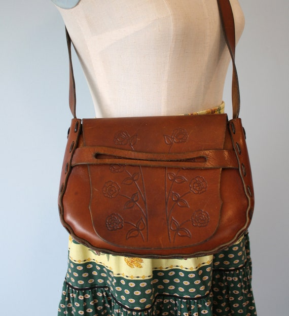 1970s HIPPIE Purse / Vintage Brown Leather Hand TOOLED FLOWER Cross Body Bag / Boho Hippie