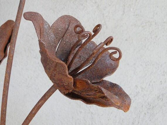 Garden Lily Metal Sculpture