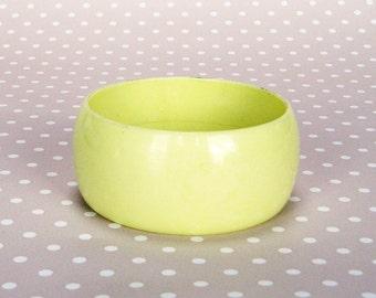Vintage Retro Wide Cream Yellow Plastic Bangle Bracelet
