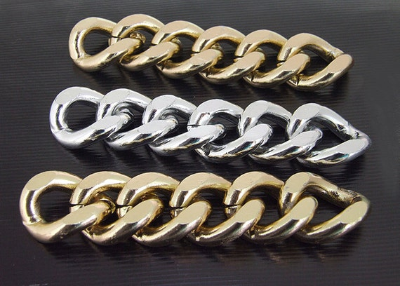 6Loops 6Chains  Cut Twist O Light  Gold Plated Silver Metalic Aluminium Chunky Curb Chain ----- 19mmx 23mm---thickness about 5mm