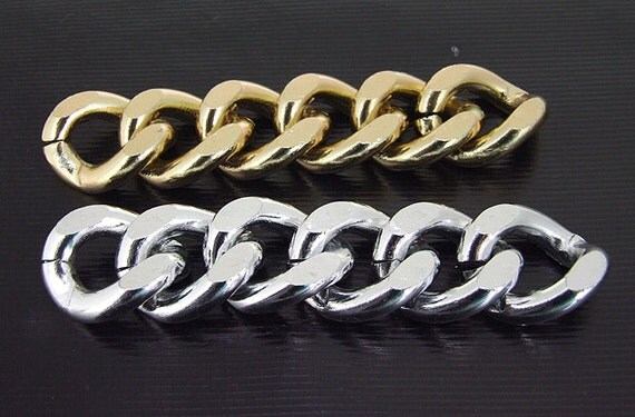 4  Cut Twist O Light Silver Plated Metalic Aluminium Chunky Curb Chain ----- 19mmx 23mm---thickness about 5mm----38