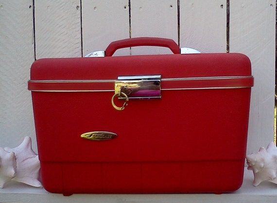 Vintage Suitcase Red Hot Traincase/Luggage/ With Key/Art Case/Mad Men/70s/College Dorm Storage Back to School.