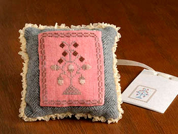 Dames of the Needle Complete Cross Stitch Kit, Acorn Pillow Pocket