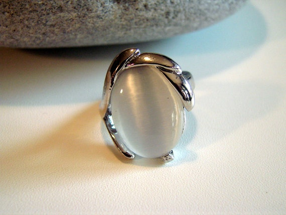 Vintage White Moonstone and Silver Ring Size 8