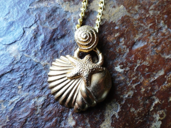 Vintage GOLD Seashell Starfish BEACH Pendant Necklace