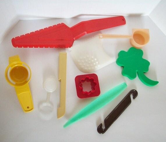 Vintage Tupperware Plastic Kitchen Utensil Set Tupperware