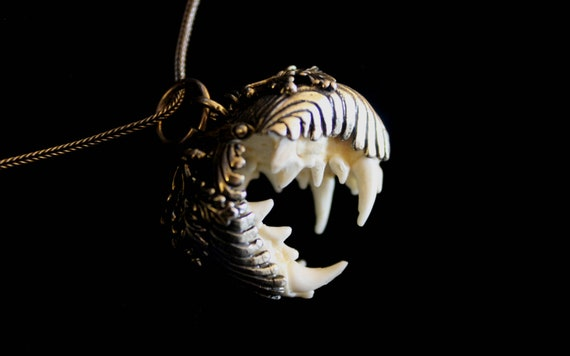 Antique Teeth Fangs Locket Set In Silver-Oak Leaves & Acorns