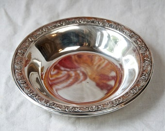 Vintage Reed and Barton silver plate bowl...Classic Rose Design.