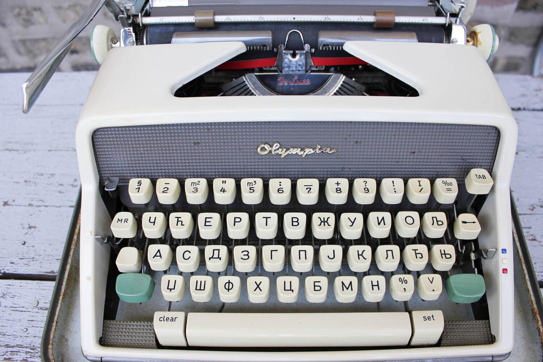 Typewriter paper bail