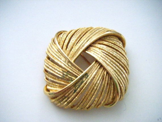 Monet Gold Quadruple Wrapped Gold Brooch or Pin