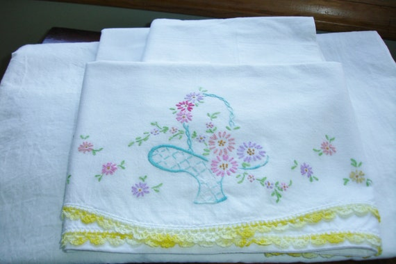 Vintage Percale Bedding Full Size Flat Sheet and three pillowcases lot of 4