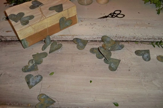 Distressed Rusty Heart Garland Metal French Chic Dresser