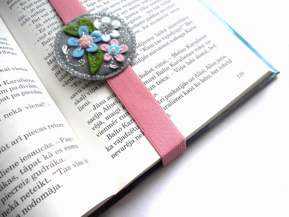 Felt floral bookamark in gray, embroidered with flowers, back to school gift