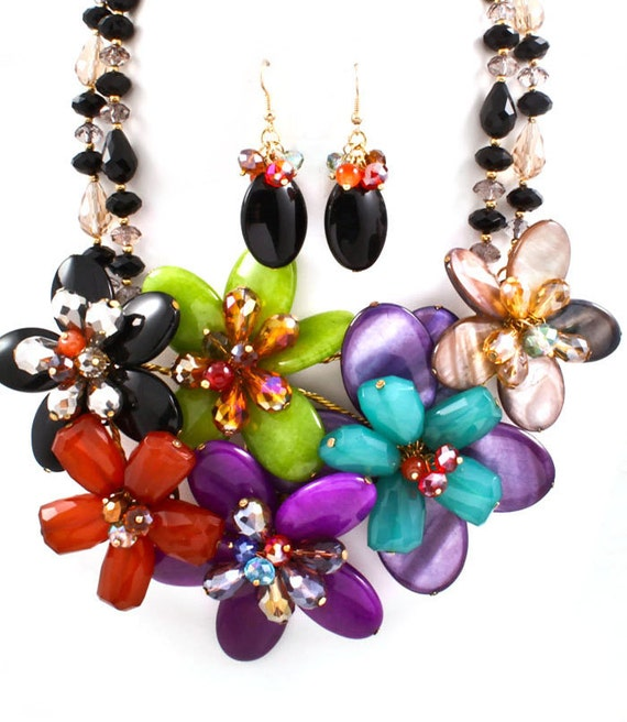 Bright and Chunky Flower Necklace