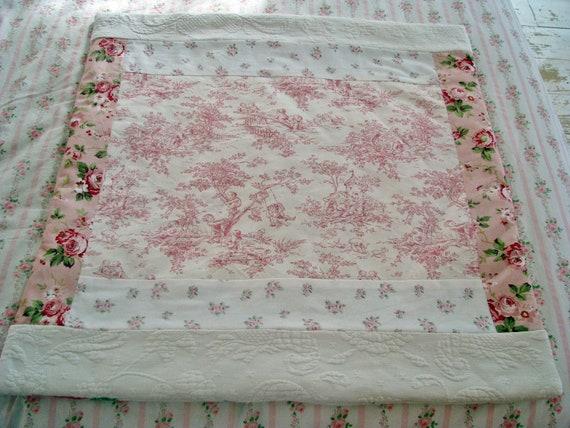 New shabby chic roses pink toile rug rachel ashwell rosebud for Toile shabby chic
