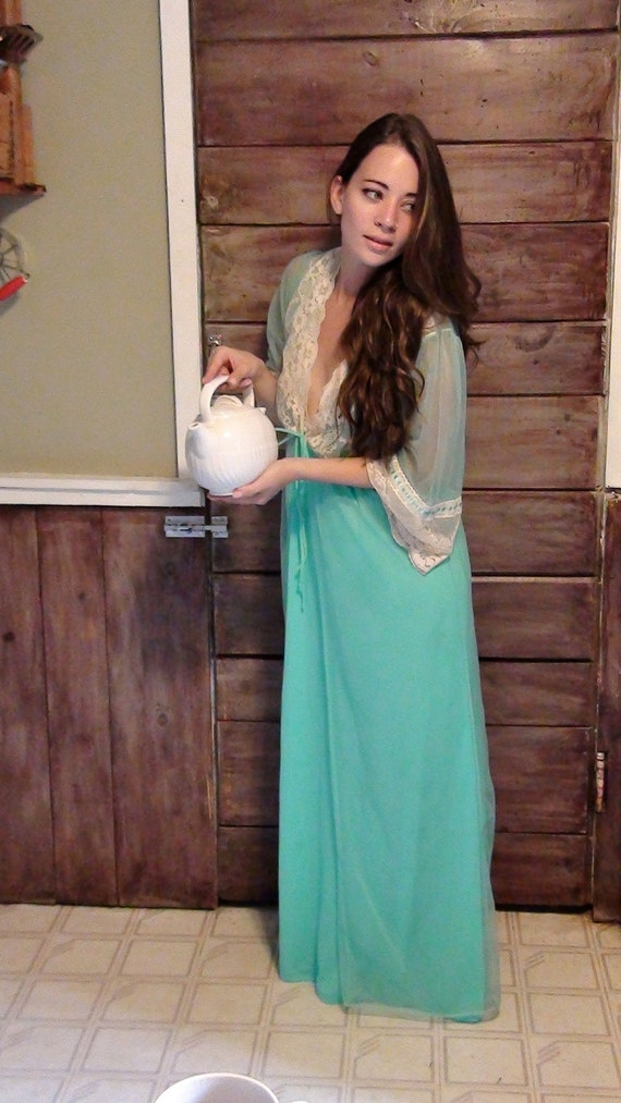 Sexy and Classy 1970's Turquoise Peignoir Set
