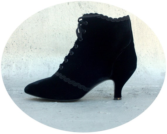 80s VELVET VICTORIAN Style BOOTS -- Witchy Granny Booties --  6.5 / 37