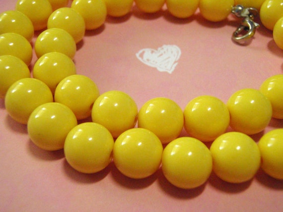 Banana split vintage bead necklace yellow retro
