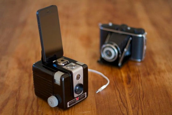 iPhone 5 dock from vintage camera -Stylish BROWNIE HAWKEYE - IPHONE 5