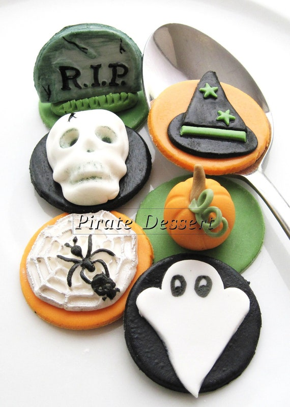 Fondant Cake Halloween Ideas : Edible Halloween cupcake toppers HALLOWEEN CUPCAKES