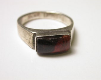 Sterling Silver and Dyed Tiger Eye Ring - Size 7 1/4 - Weight 4.9 Grams - REDUCED
