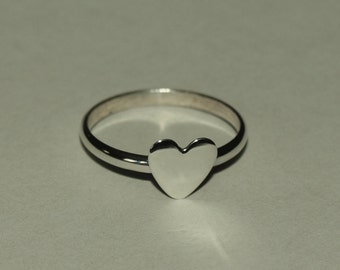 Dainty sterling silver Valentine heart ring