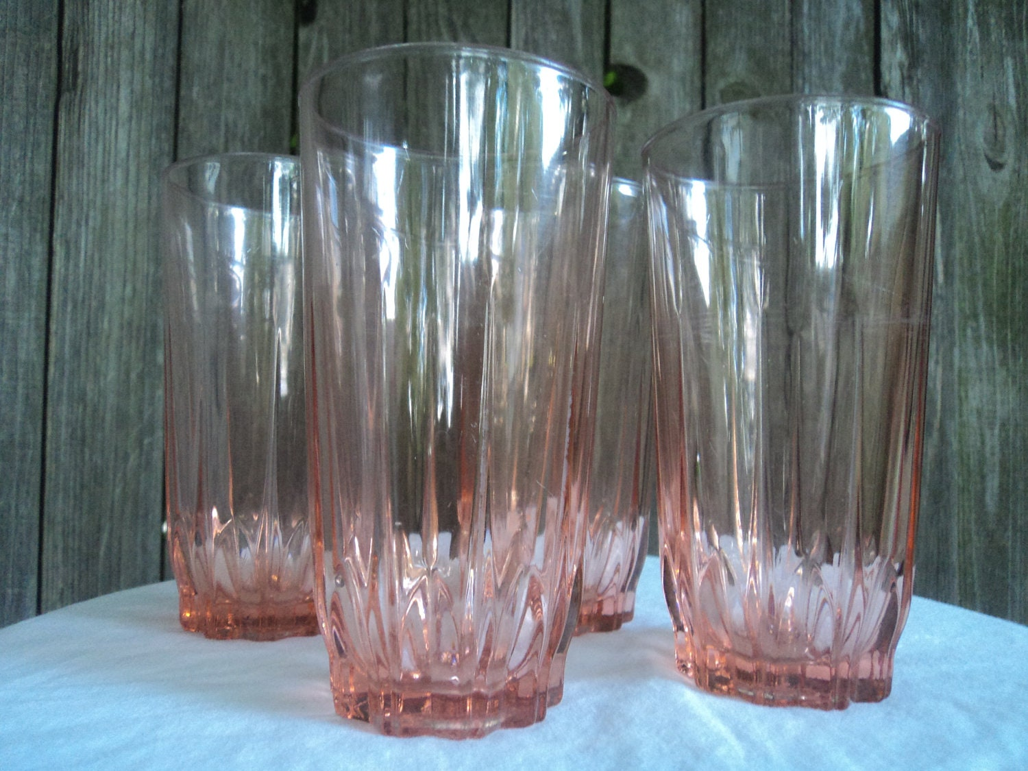 Set of 4 Arcoroc France pink drinking glasses by holychiefus