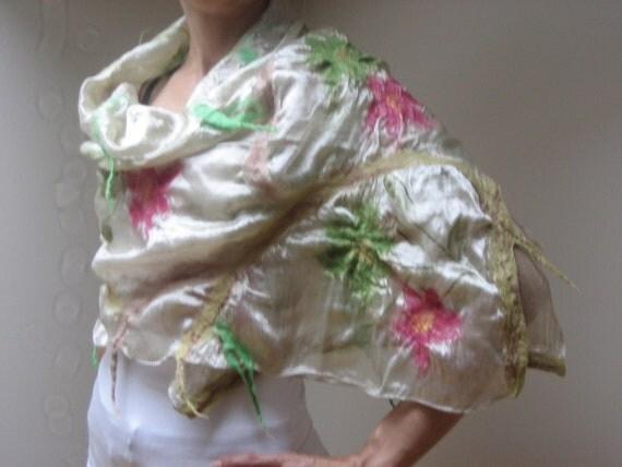 SALE Beige Green Pink Nuno Felt Scarf Shawl Wrap: Wool, Faux Silk. Splendid, Light. Caramel, vanilla, cream, ivory
