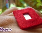 Ecofriendly Ring. Red felt and recycled cds. Upcycled jewelry