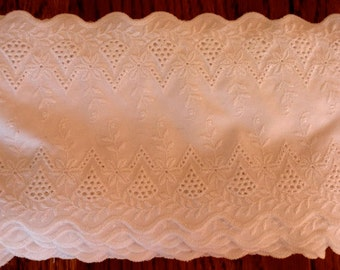 Vintage  Embroidered Wide Whitework Broderie Anglais Trim Sewing Crafts Home Victorian Edwardian Style