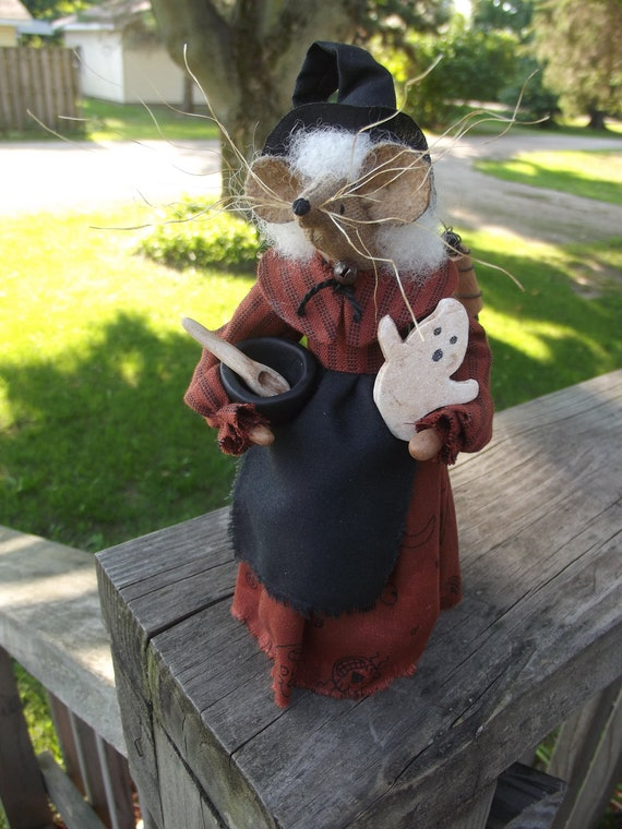 GRANNY GOODWITCH-Halloween Mouser