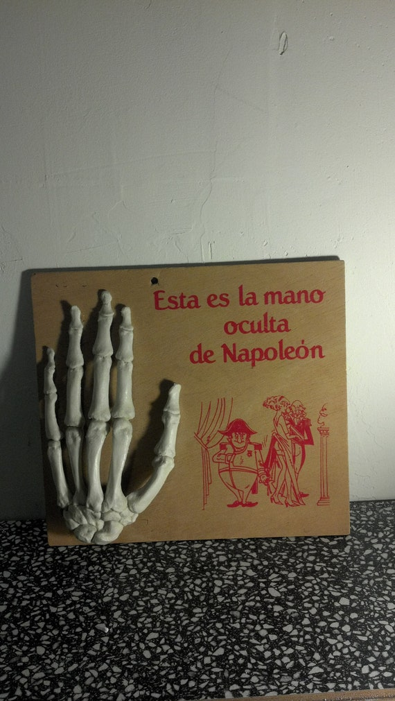 Esta la mano oculta de Napoleon- Hidden Hand of Napoleon- risque