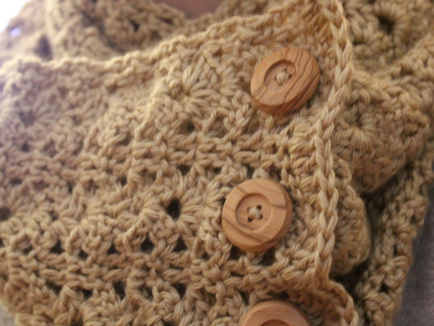 crochet infinity scarf with buttons bellflower design