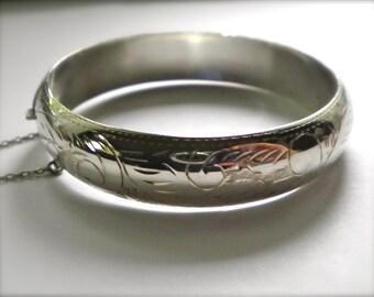 Vintage Sterling Silver 925 Foliate Design hinged Clamper Bracelet