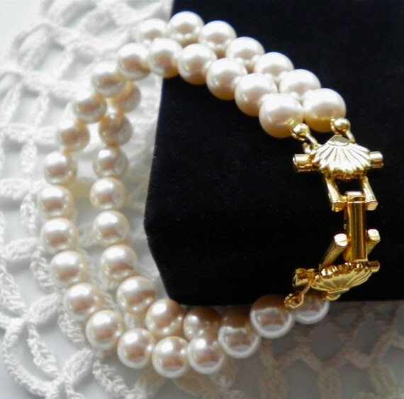 Signed RICHELIEU Bracelet   Creamy Faux Pearls  Fancy Shell Clasp
