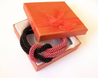 Beadwork - Bead Crochet Bracelet in black and red - Beaded Bracelet - Infinity Knot Bracelet - Beaded Bracelet Cuff
