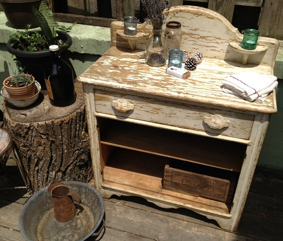 Old Fashioned Farmstyle Chippy Wash Table