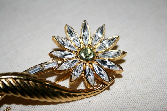 Very Sparkly Vintage Monet Flower Brooch