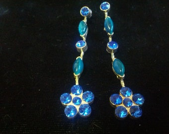 Vintage pierced dangling earrings with blue and shiny rhinestones