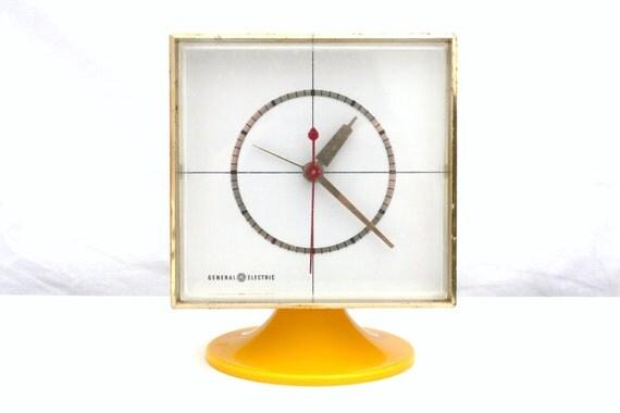 Vintage Yellow GE Mod Pedestal Clock