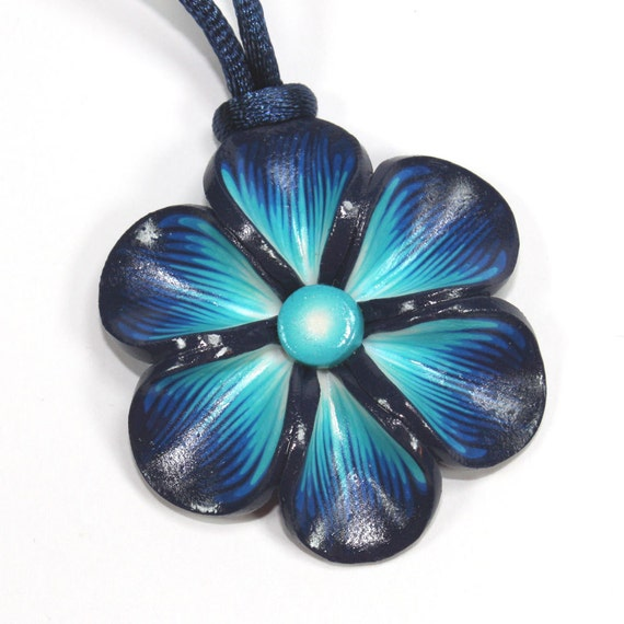 Blue trendy necklace, Millefiori flower in a variety of blue colors, Spring flower necklace, polymer clay necklace, gift for girls and wome