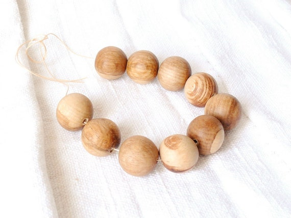25 mm Wooden textured beads 25 pcs - natural, eco friendly dr25mm
